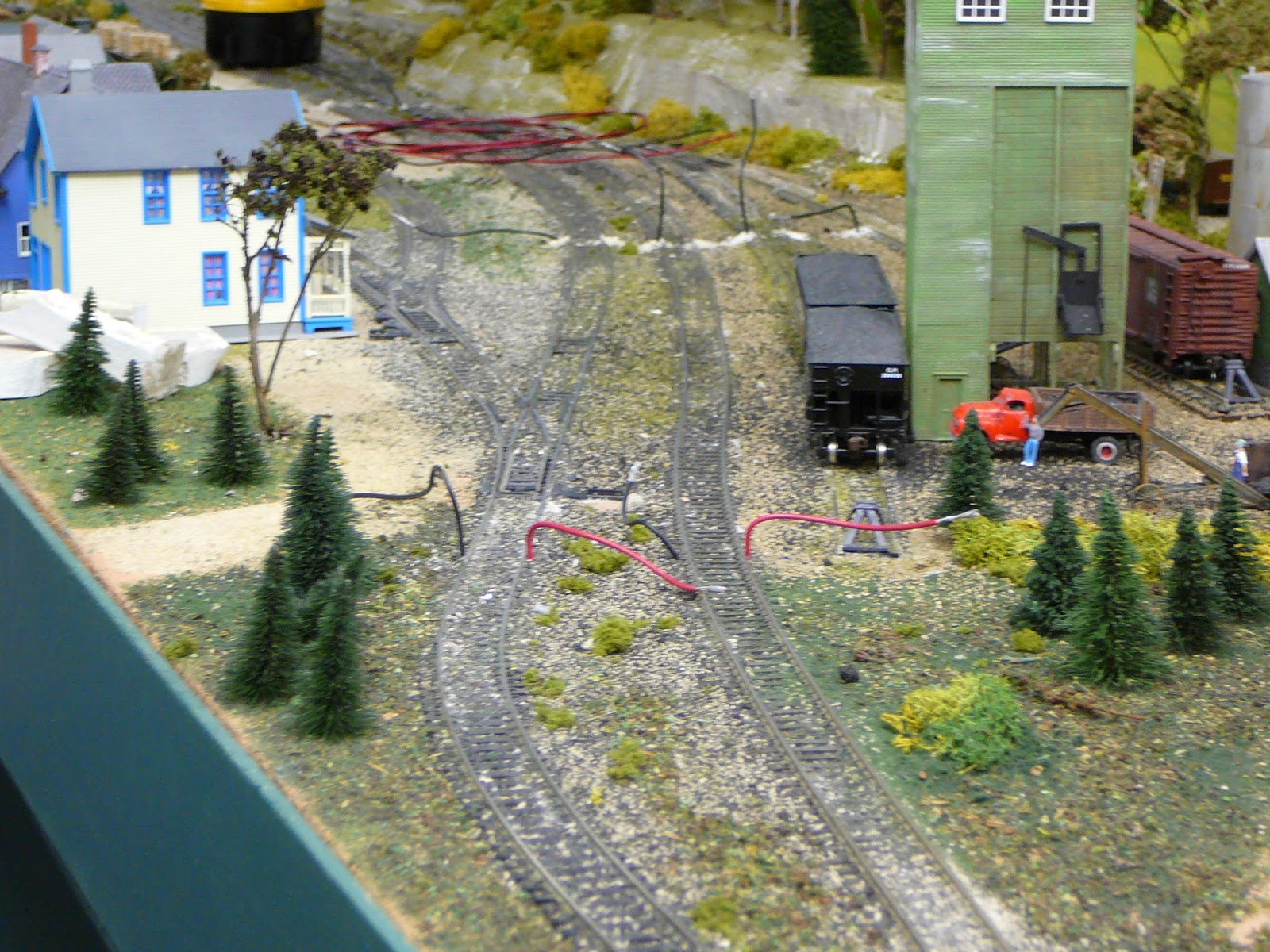 Woodstock Model Railroad Sunday Fun Wiring Track More Ground Cover Added And All The Tracks Turnouts Cleaned Excess Ballest Removed Feeder Wires Were Also A Test Showed Much Improved