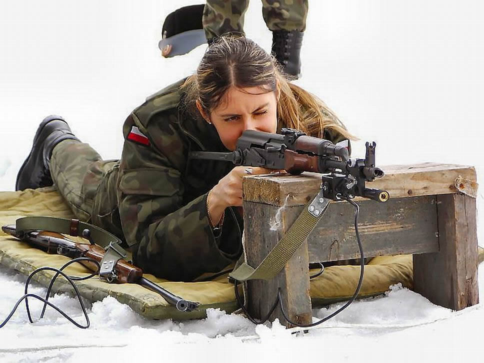 Фотосет в военной форме 8 фотография