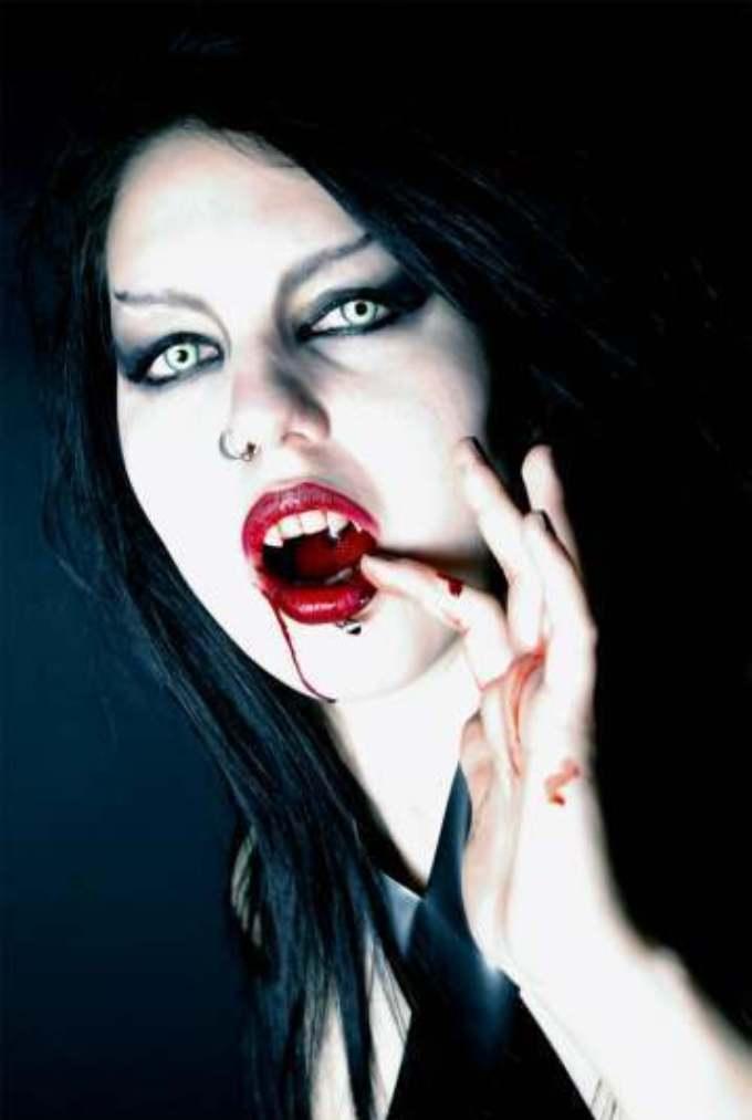 kiss+me vampir girl femme vampire
