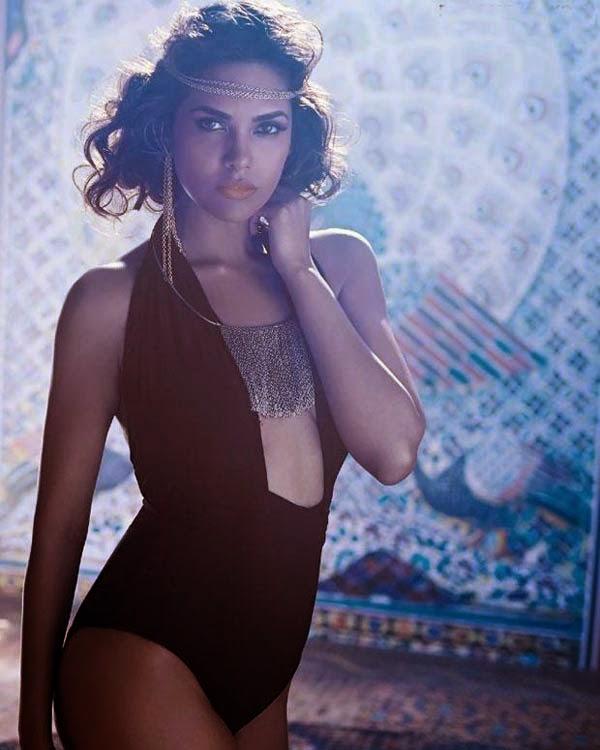 Esha Gupta's Show Skin Show