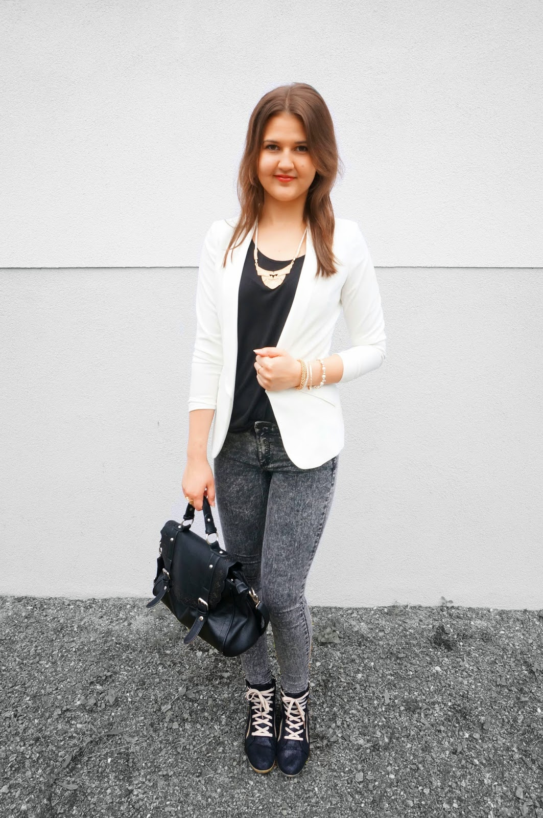 a picture of a black and white outfit