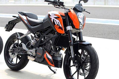 riding the ktm 125 duke in japan motorbike reviews. Black Bedroom Furniture Sets. Home Design Ideas