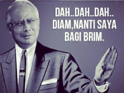 Datuk Seri Najib Tun Razak pujuk rakyat dengan memberi lebih BR1M