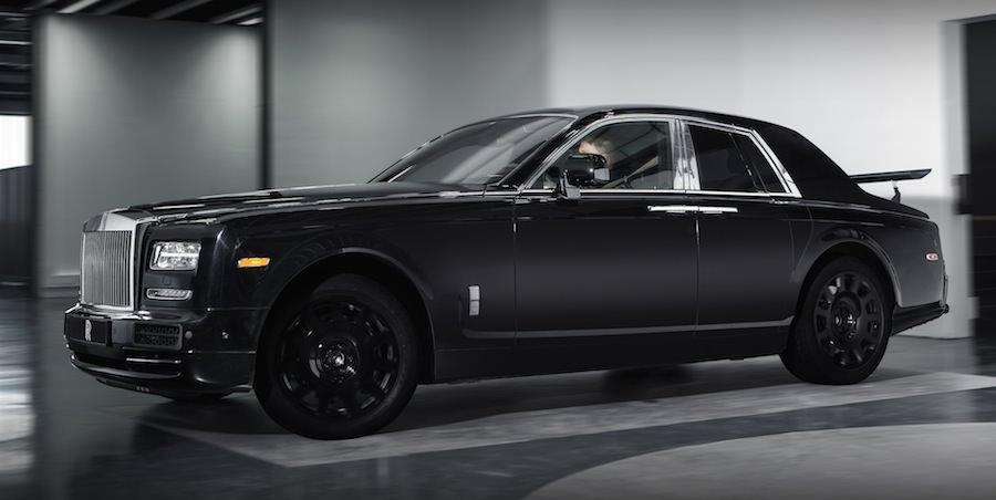 改造車みたいな姿のロールスロイスSUVのテスト車両を公開