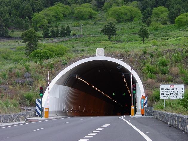 Emboque de túnel com curva para o final.
