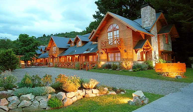 Estilo rustico fachadas rusticas en patagonia for Fachadas de cabanas rusticas