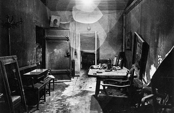 Rarest Historical Photos, That you can Never Forget. - A photograph of Hitler's bunker