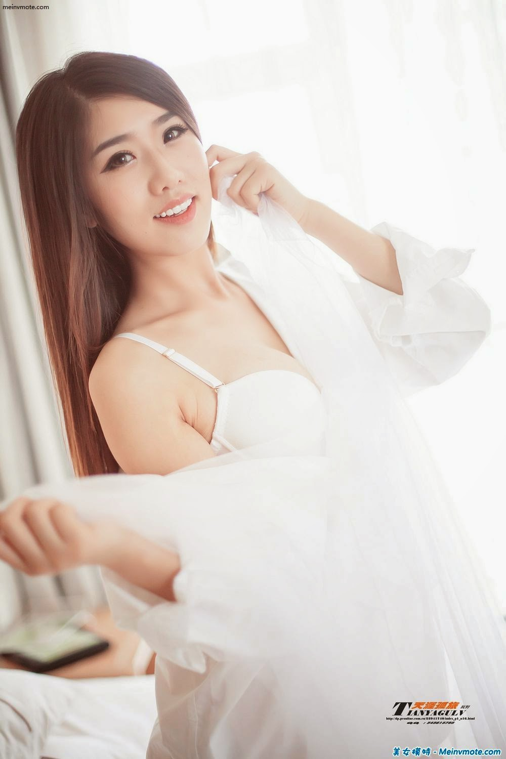 Demure girl Baoshan appeals to the imagination