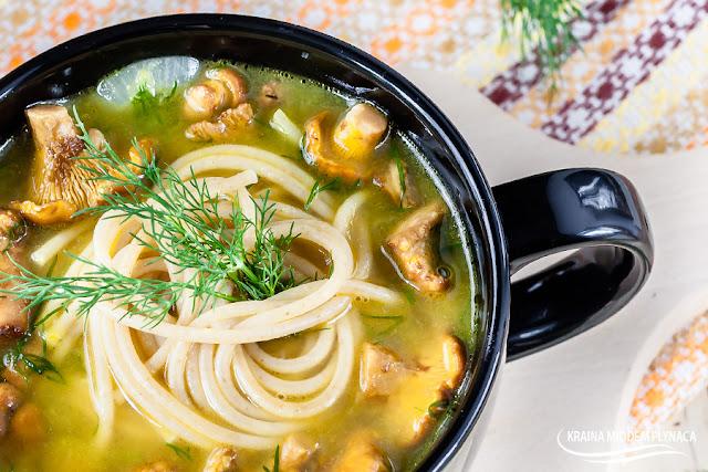zupa kurkowa, zupa z kurek, danie z kurek, danie z kurkami, zupa grzybowa, danie z grzybami, kurki, grzyby, kraina miodem płynaca