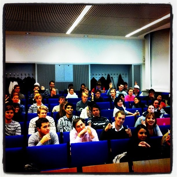 From visitors to business: Using social media in the enterprise - KTH 2010