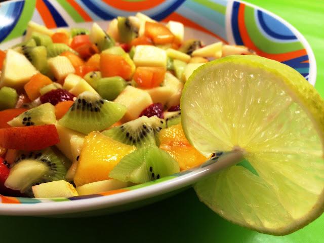 طريقة سلطة الفاكهة بالبندق