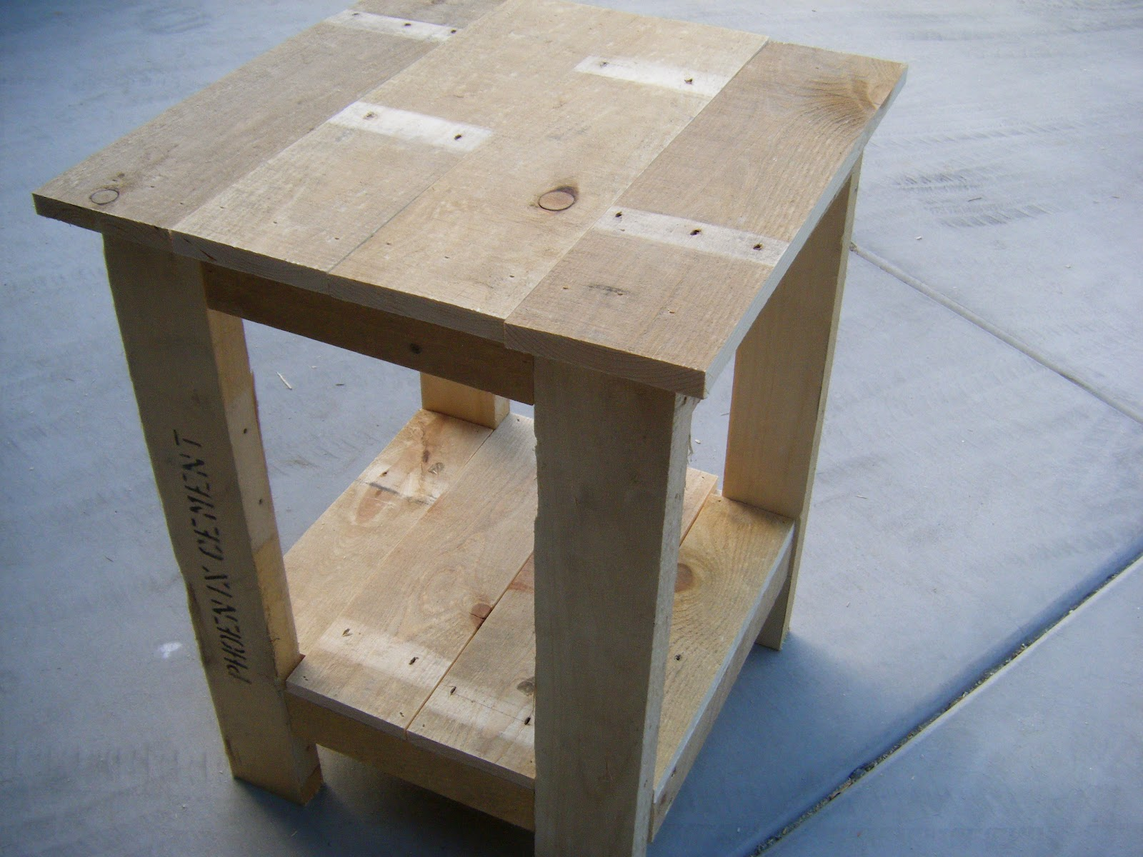 Pallet end table plans furnitureplans for Side table plans