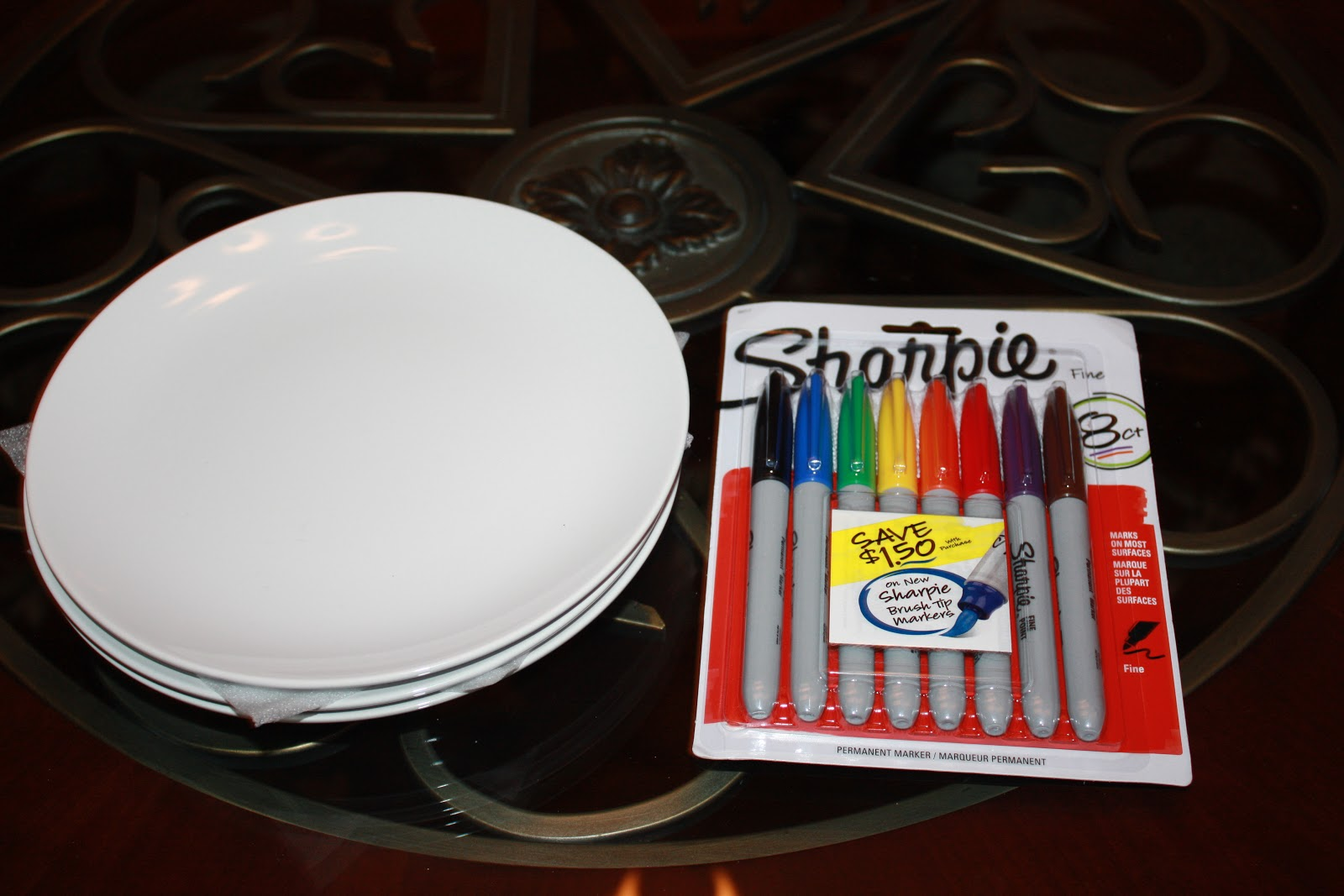 easy kid craft how to decorate a christmas plate with a sharpie