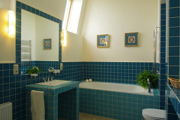 Amenajari bai cu gresie si faianta vei cuniaste indata ce inseamna cu adevarat o baie amenajata ca la carte..amenajare baie si renovare moderna a bai in culori deschise