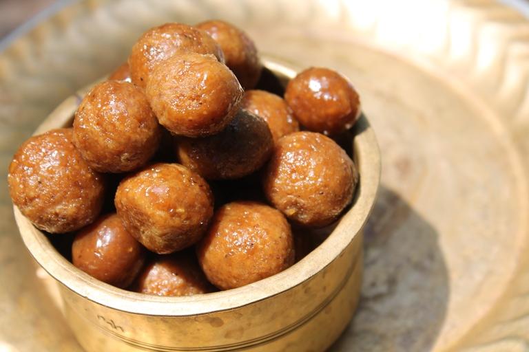 kamarkat recipe / kamarkattu recipe / coconut & jaggery balls recipe - grandma's recipe