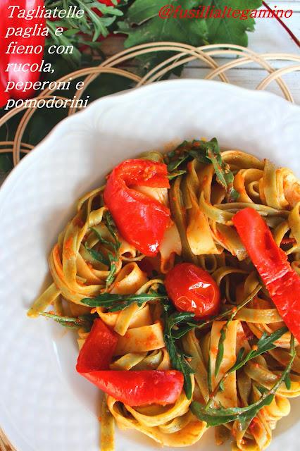 Tagliatelle Paglia e Fieno con Rucola, Peperoni e Pomodorini