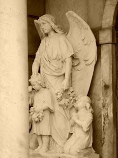 Cemitério de São Gabriel -  Jazigo da Família Ozório Barreto Azambuja.