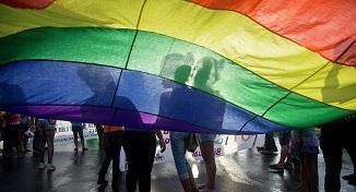 Europa e lovită de epidemie, Bruxelles-ul se ocupă de LGBT
