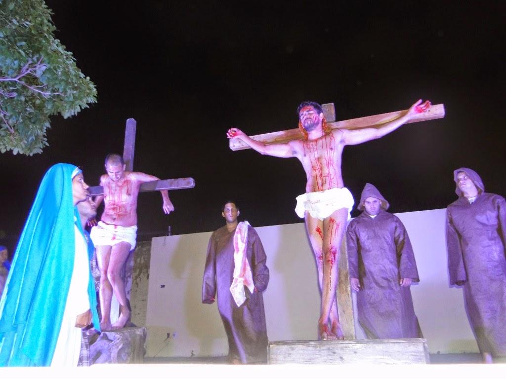 http://armaduradcristao.blogspot.com.br/2014/04/via-sacra-2014-paroquia-menino-jesus-de.html