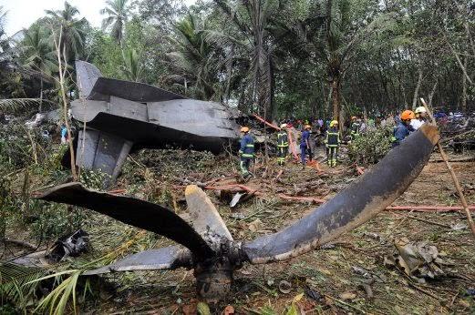 Gambar Pesawat Tentera Sri Lanka Terhempas