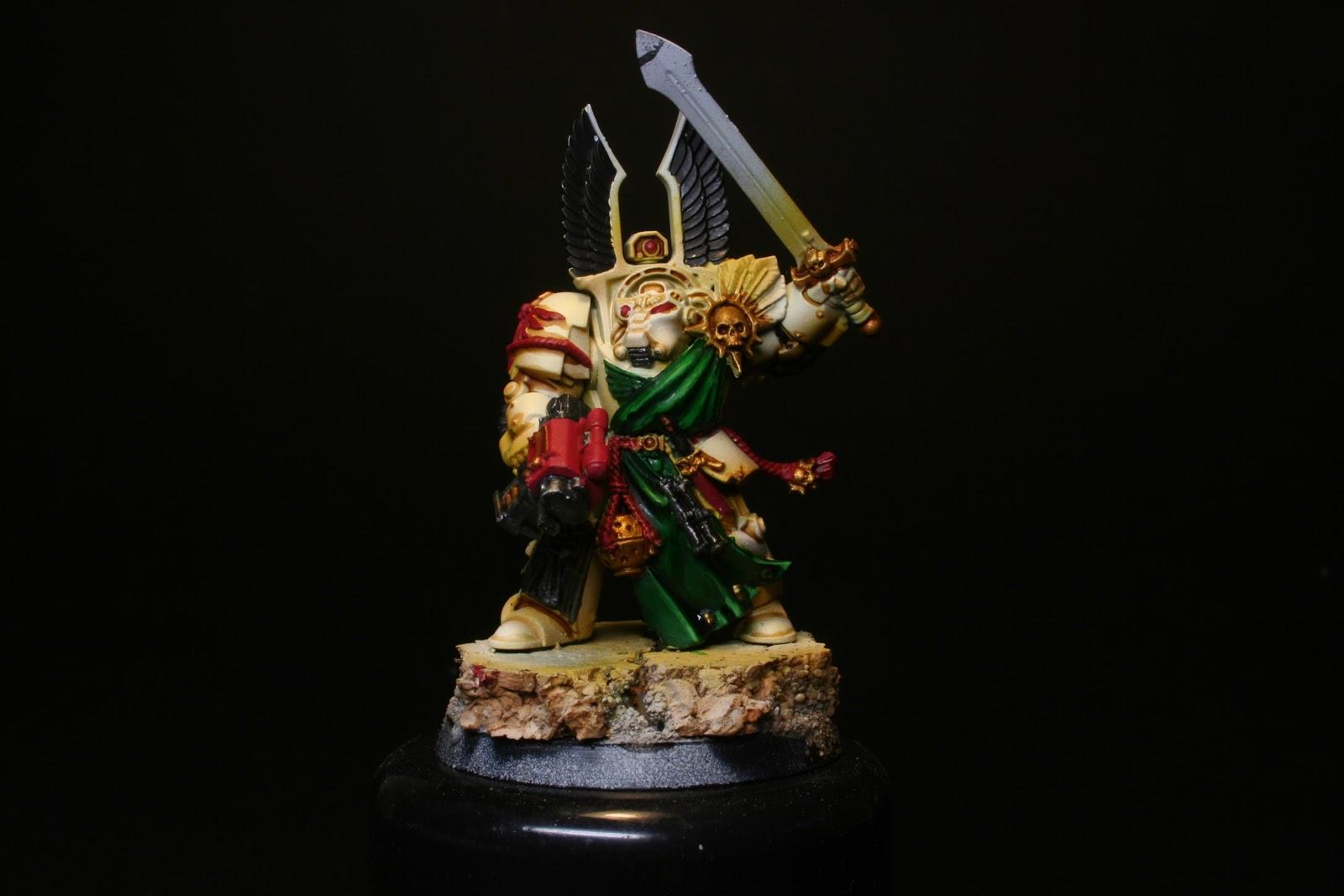 Sombras en los metalizados plateados en los exterminador de los Ángeles Oscuros de la caja de Warhammer: Venganza Oscura