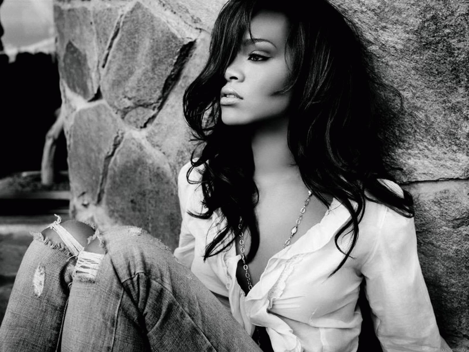 http://1.bp.blogspot.com/-LCmndV8FpEk/UM7zBkJhQ0I/AAAAAAAACtM/72ETPXc7VwE/s1600/Rihanna+New+Hot+HD+Wallpaper+2012-2013+01.jpg