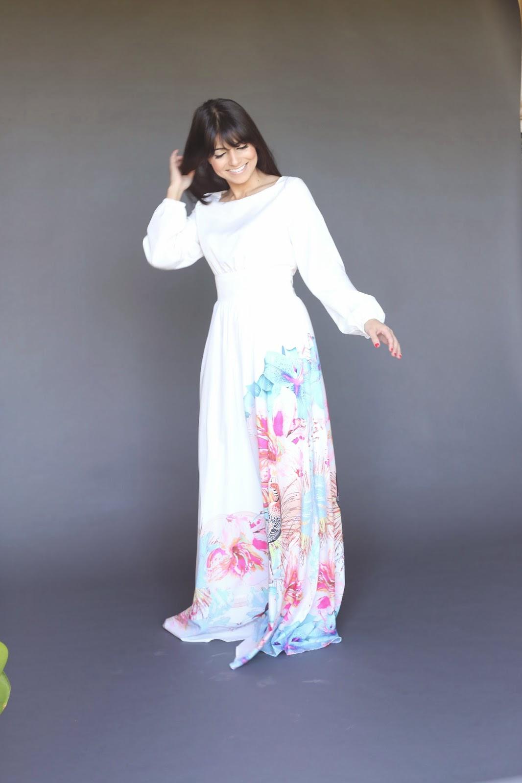 white dress with side colorful bird print long sleeve modest maxi dress hijab tznius fashion style Mode-sty