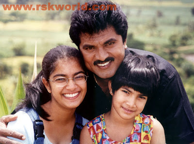 Varalaxmi Sarathkumar ,s Childhood with sister