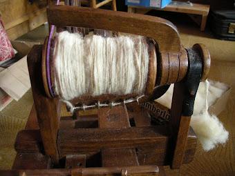 7) La lana appena filata sulla rocca del filarino