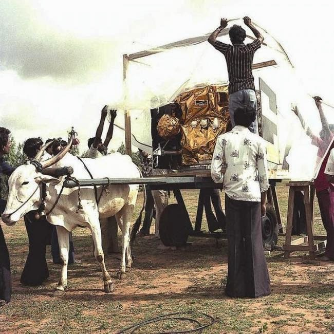 """Transportando a """"La Manzana"""", el primer satélite de la India."""
