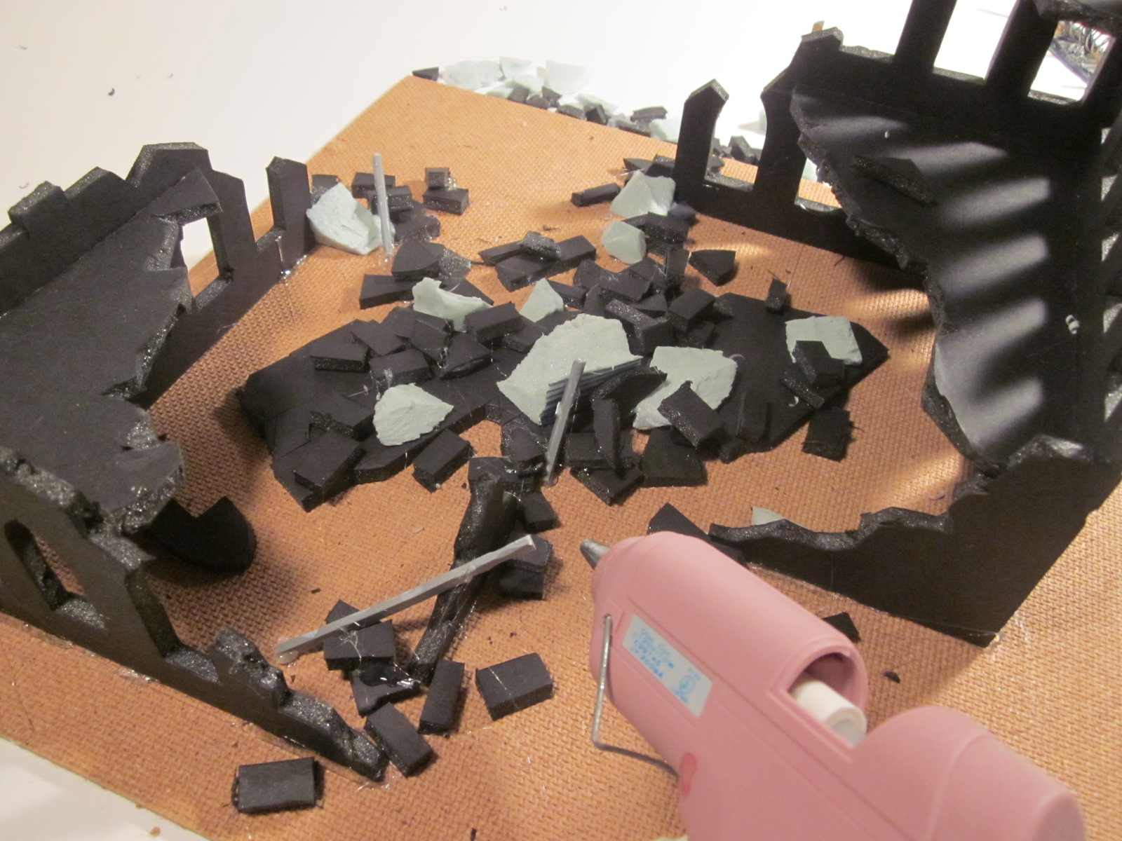 FG Terrain Tutorial: How to make Warhammer 40k Security Fencing ...
