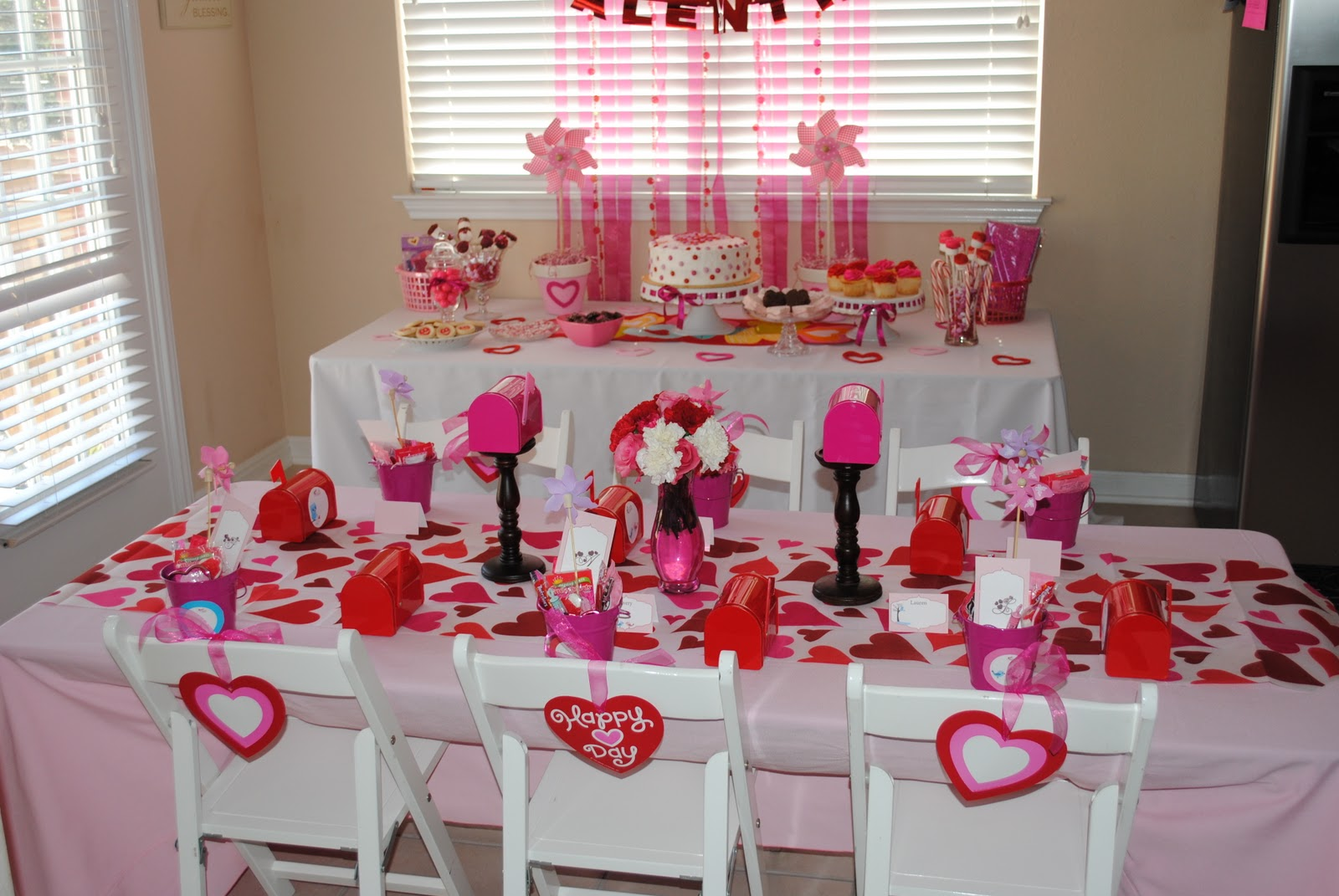 I decided to try to keep this little party simple and just make it as sweet  as I could! I decorated the tables ...