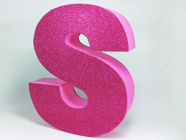 Innova manualidades letras en 3d para decorar tu cuarto for Como decorar tu cuarto con manualidades