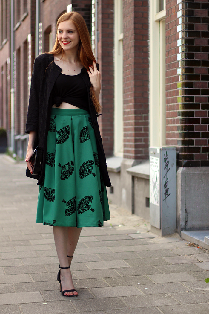 Fashion blogger midi skirt outfit vintage retro red hair red lips cherry earrings