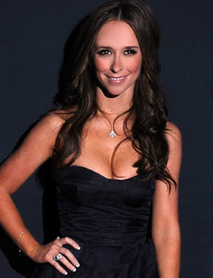 Jennifer Love Hewitt Pose in Black