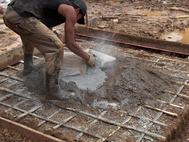 Treliças de bambu são usadas na construção de fundação