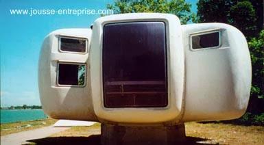 Casa de plástico formada de seis gajos ampollados