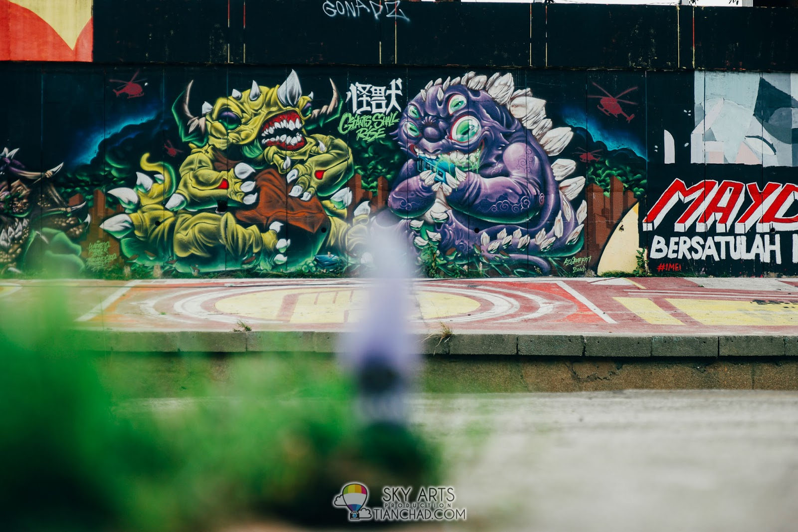 Seperation  Giants Shall Rise A Very Colorful Monster Graffiti Spotted At The