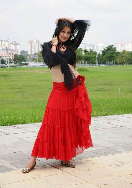 ACTRESSMAIL: Actress Lakshmi Rai Expose in Deep Navel and Milky Thighs