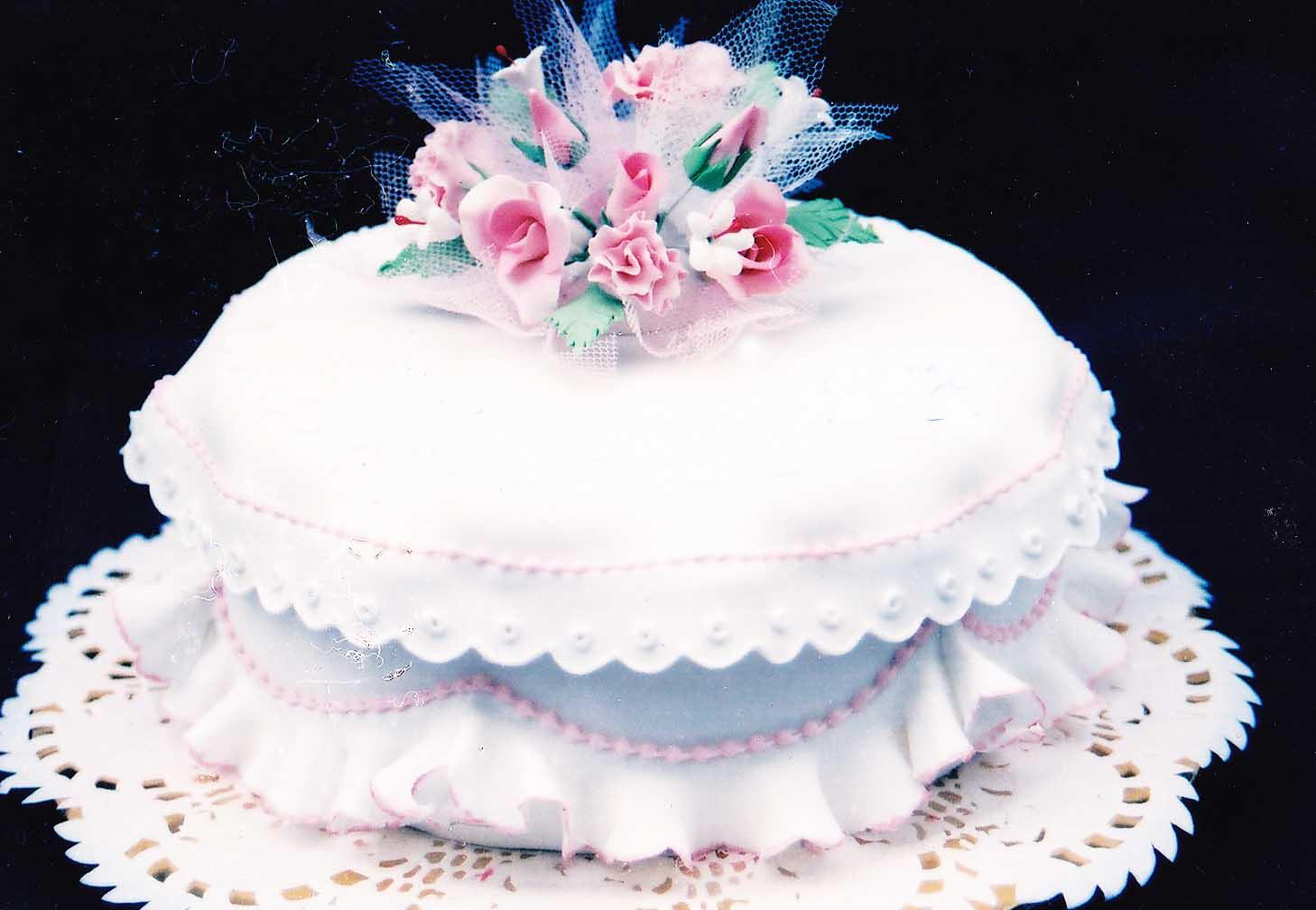 Shantis Homemade Cakes Homemade Wedding Cake With Fondant