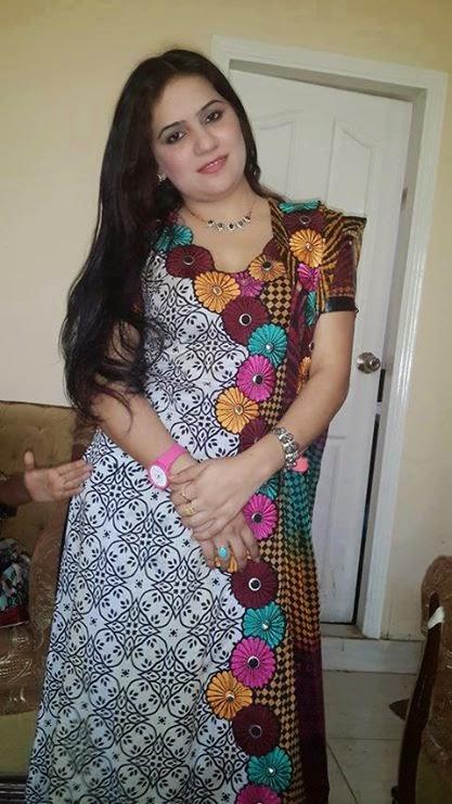Beautiful Hot pakistani Aunty picture