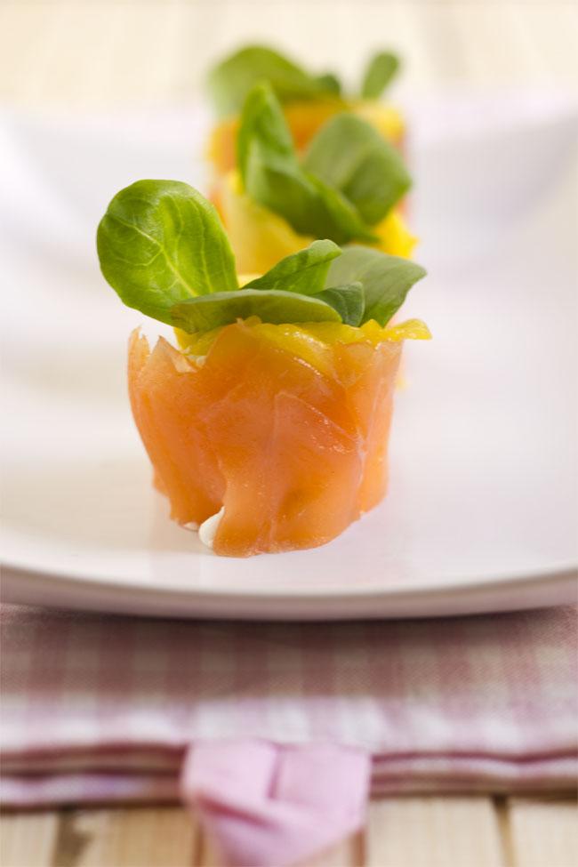 Macetas de salmón ahumado con mango