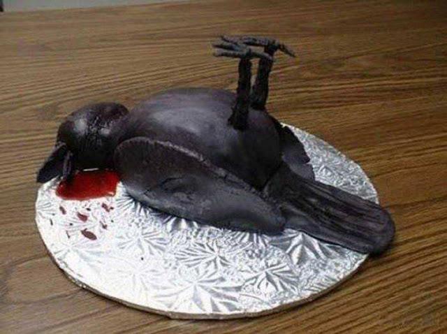 Дохлая птица на Хэллоуин прикол фото