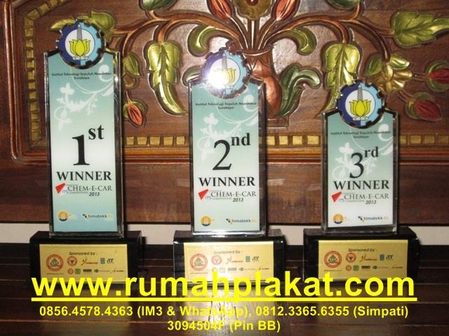 plakat akrilik award, trophy murah, wedding trophy, 0812.3365.6355, www.rumahplakat.com