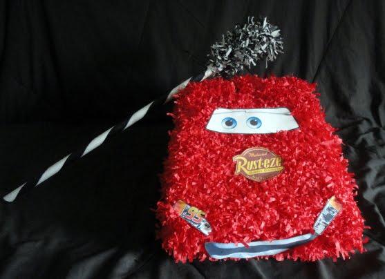 ... menos de la misma edad se hizo una piñata pequeña del rayo mc queen