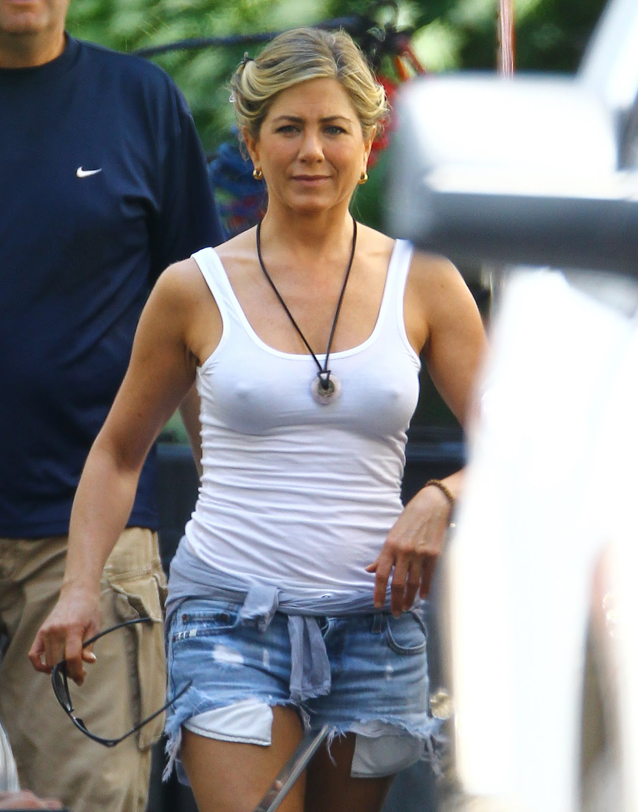 http://1.bp.blogspot.com/-LFHyGpBOqBc/UCAbVpJfe4I/AAAAAAAAU_o/I8tkCmbAM2w/s1600/Jennifer+Aniston+Pokies+on+the+set+of+We\'re+the+Millers+in+Wilmington+August+2,+2012+1.jpg