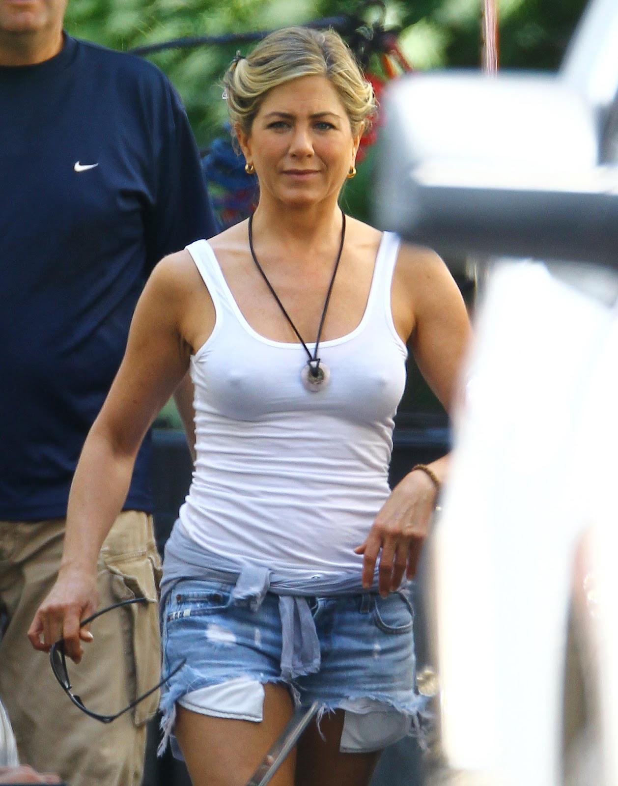 http://1.bp.blogspot.com/-LFHyGpBOqBc/UCAbVpJfe4I/AAAAAAAAU_o/I8tkCmbAM2w/s1600/Jennifer+Aniston+Pokies+on+the+set+of+We\'re+the+Millers+in+Wilmington+August+2,+2012+1.jpg