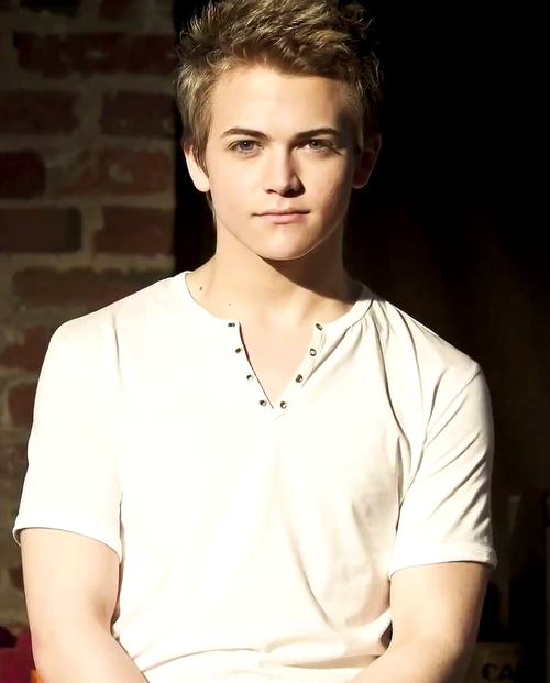 This Week's Man Crush Is Hunter Hayes Feast Your Eyes