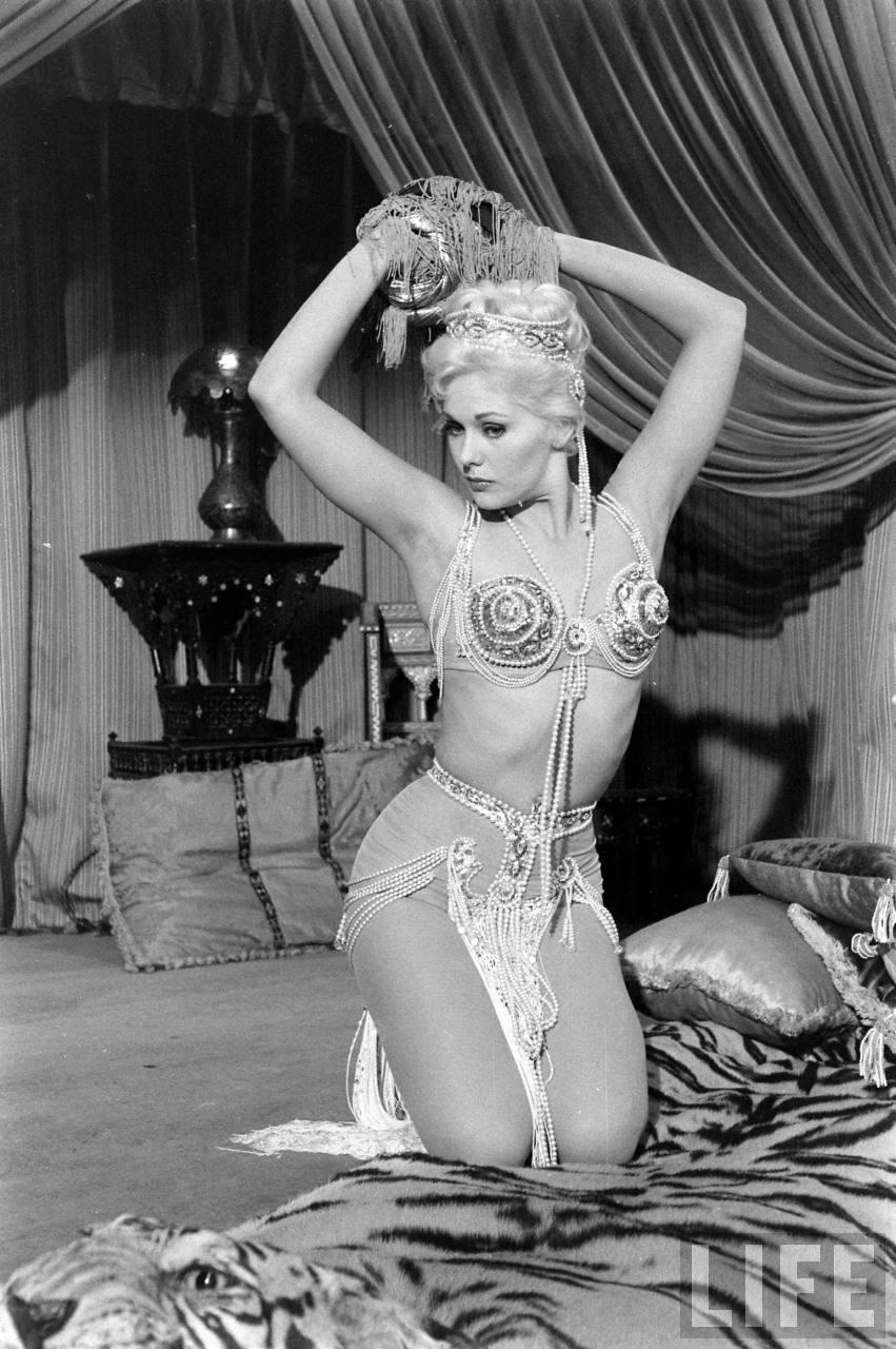 Margaret nolan vera novak vintage naturist clip