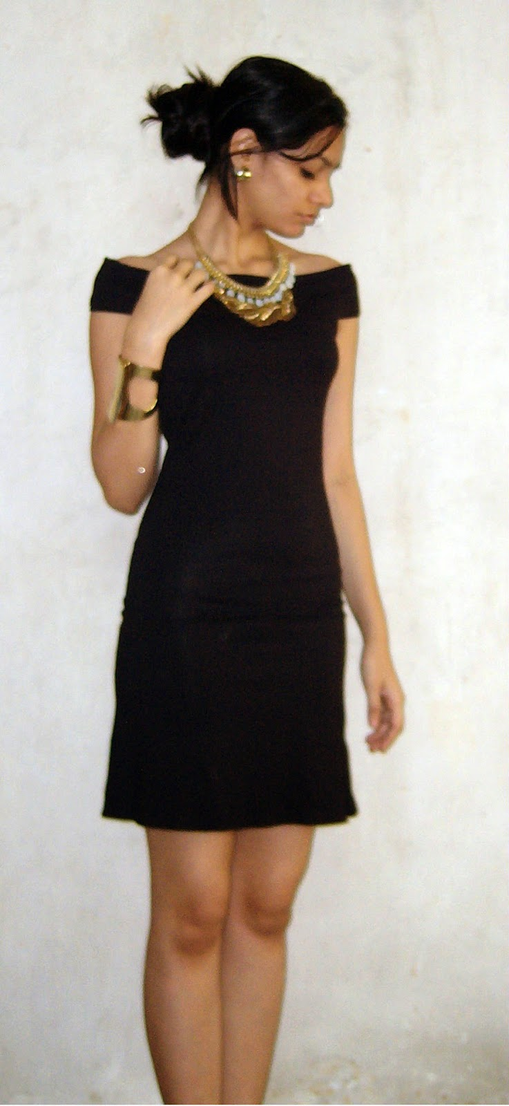 classic LBD, how to wear an LBD, little black dress styling, how to style a LBD, how to wear a black dress, how to wear accessories with a black dress, mumbai fashion blogger, gold necklaces, how to layer necklaces, gold cuff, colaba causeway